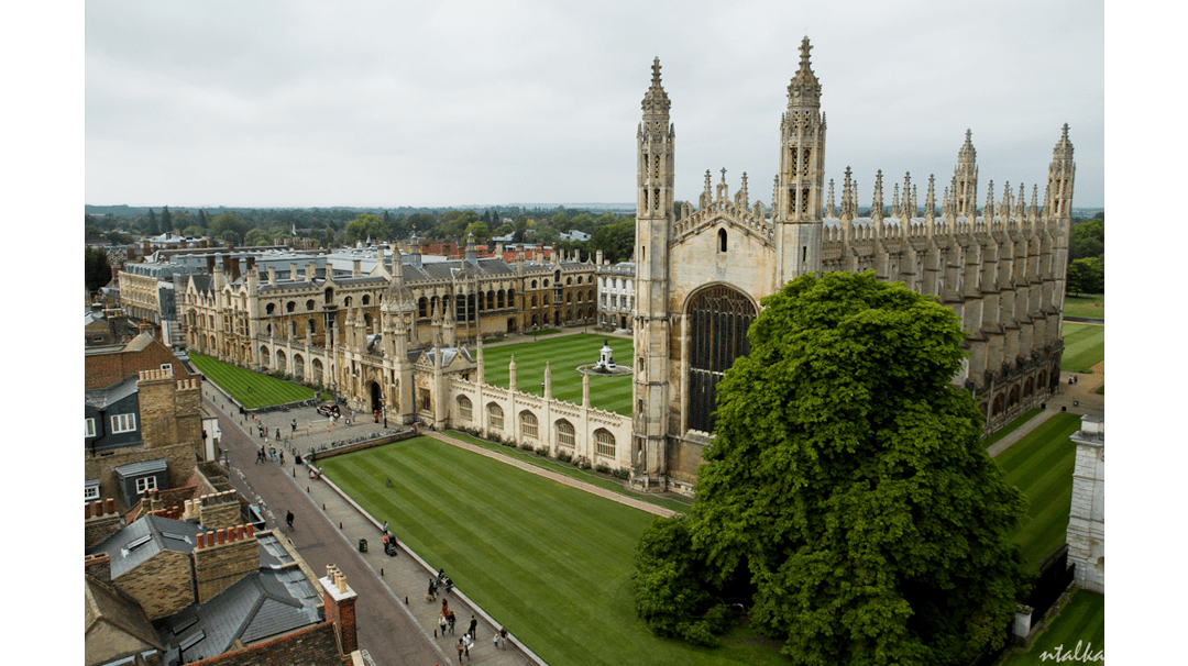 going_to_university_in_the_uk.jpg-min